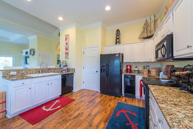 301 S Storter Avenue-small-005-Kitchen-666x445-72dpi